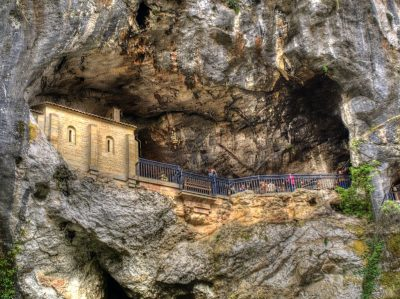 Sanktuarium Matki Bożej Królowej Asturii w Covadondze