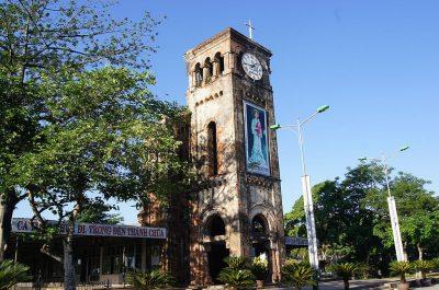 Pozostałość po zniszczonej dzwonnicy kościoła