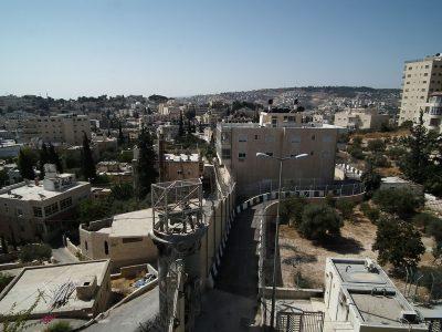 Widok izraelskiej bariery separacyjnej z Betanii