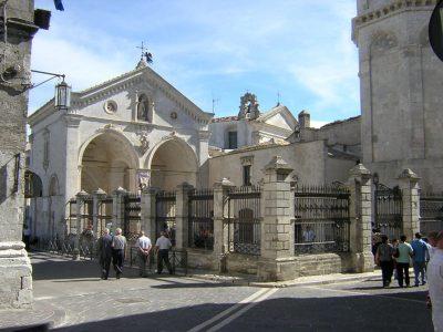 Sanktuarium św. Michała Archanioła w Monte Sant'Angelo